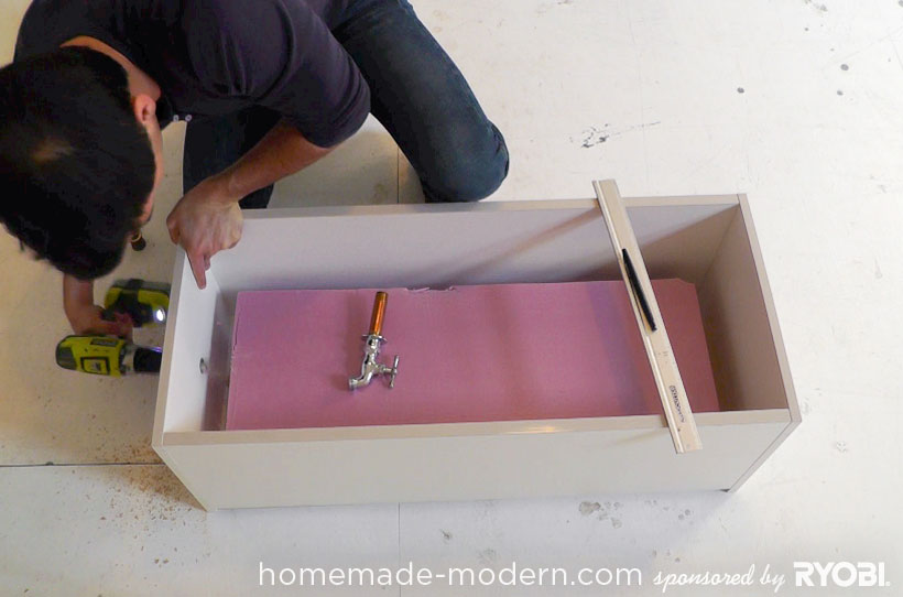 HomeMade Modern DIY EP16 Concrete Planter Passo 2