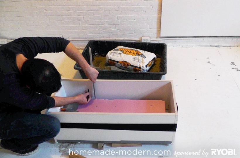 HomeMade Modern DIY EP16 Concrete Planter Passo 5