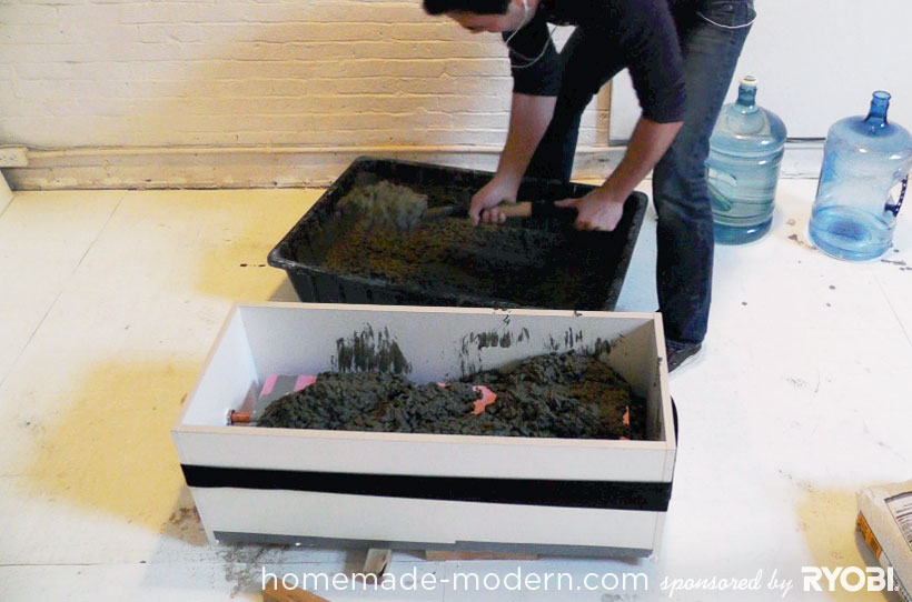 HomeMade Modern DIY EP16 Concrete Planter Passo 6