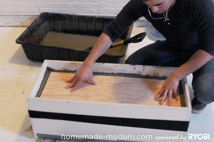 HomeMade Modern DIY EP16 Concrete Planter Passo 8