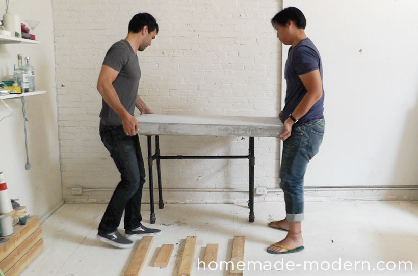 HomeMade Modern DIY EP40 Concrete + Iron Bar Table Step 13